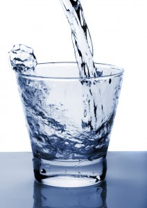 Sklenice vody (glass of water)