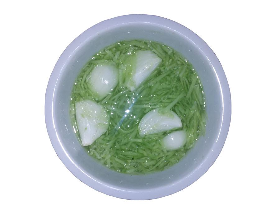 Okurkový salát s cibulí | Univerzální nálev