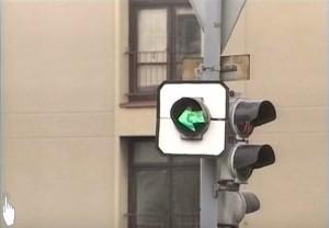 Foto: Signál pro opuštění křižovatky, Zdroj: youtube.com, autoškola, Řízení provozu na křižovatkách světelnými signály
