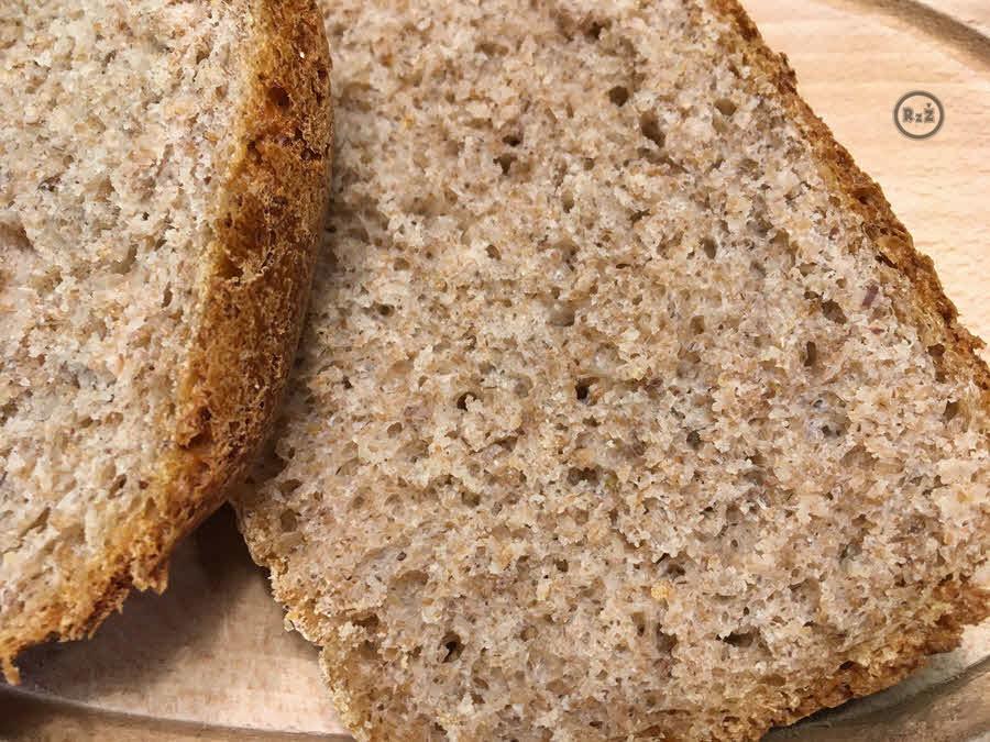 Domácí žitný chléb z domácí pekárny